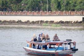Air surut, siring sungai Martapura kurang indah dipandang