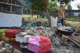 VIDEO - Objek wisata di Pekanbaru ubah sampah plastik jadi paving blok