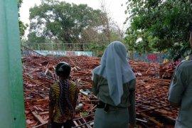 Bangunan sekolah di Sragen roboh, 22 siswa cedera
