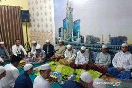 Guru Bakhiet isi tausiyah peringatan maulid di Rumdis Kapolres HST
