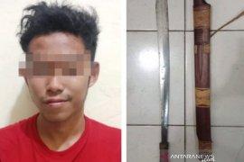 Janjian berkelahi, warga HST yang mabuk ini ditangkap beserta sebilah parang