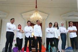 Jokowi perkenalkan tujuh staf khusus milenial