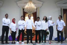 Presiden Jokowi kenalkan 7 staf khusus dari kalangan milenial