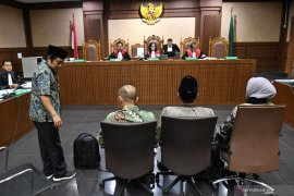 Empat anggota DPRD Lampung Tengah dituntut 5 tahun penjara dan denda Rp300 juta