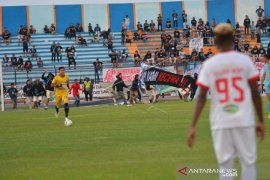 RUSUH SUPORTER PERSELA Page 1 Small