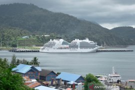 Kapal pesiar Seabourn Encore angkut 972 wisman merapat ke Sabang