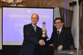 Sejumlah pengelola koperasi kopi Bali saksikan penyerahan Primaduta Award untuk perusahaan Swiss