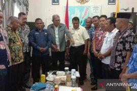 Bupati Maluku Tenggara minta camat tingkatkan kinerja