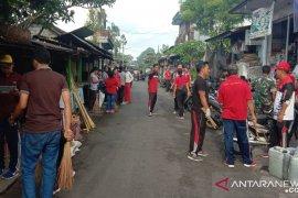Pemkab Gianyar bagikan tas belanja di pasar rakyat