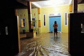 Dua nagari di Agam diterjang banjir dan tanah longsor