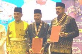 Rektor UMSU terima penghargaan dari Dunia Melayu Dunia Islam