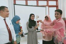 Guru SMK juara karya ilmiah hari ulang tahun PGRI