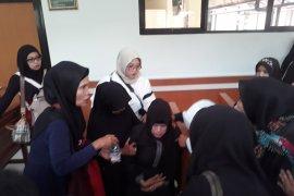 Sidang putusan First Travel  di PN Depok ditunda, seorang ibu pingsan