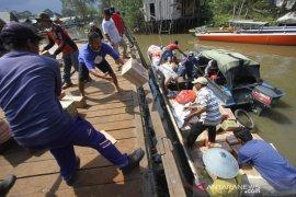 Pendistribusian Bantuan Logistik Untuk Korban Kebakaran