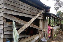 Gajah rusak 14 unit rumah warga di Bener Meriah