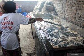 Isu pencemaran limbah plastik, Dinkes Jatim berikan layanan kesehatan warga Tropodo
