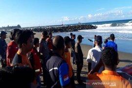 Remaja terseret arus laut di Lhokseumawe belum ditemukan