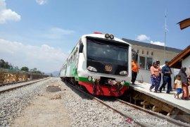 Fasilitas penunjang reaktivasi kereta api di Garut siap dipasang
