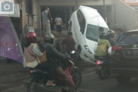 Mobil terperosok Page 2 Small