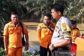 Balita tewas terseret arus banjir di Rokan Hulu