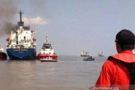 KM Tanto Ceria terbakar saat lego jangkar di perairan Gresik