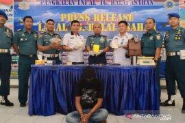 Lanal TBA tangkap TKI ilegal bawa narkotika dari Malaysia
