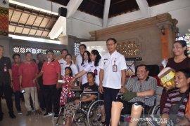 Badung serahkan 98 alat bantu disabilitas