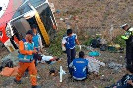 Kecelakaan bus Kramat Djati di Tol Surabaya-Mojokerto tewaskan dua orang, belasan terluka