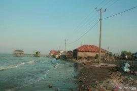 Ratusan keluarga akan direlokasi akibat abrasi di pantai Karawang