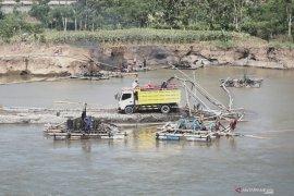 PJT survei ulang penambangan pasir liar di Sungai Brantas