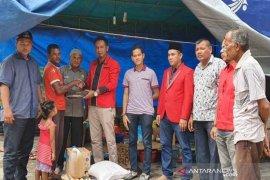 Partai Aceh salurkan bantuan untuk korban rumah terbakar di Langkahan