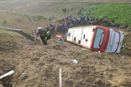 Bus jurusan Jakarta-Surabaya terguling, dua penumpang tewas