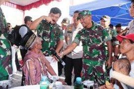 Panglima TNI dan Kapolri tinjau bakti sosial yang digelar di perbatasan RI-PNG