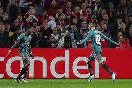 Ajax di ambang 16 besar usai taklukkan tuan rumah Lille