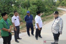 Bupati Ismunandar tinjau proyek pembangunan jalan di Batu Ampar
