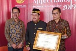 Bupati Paser Raih Penghargaan PKH Dari Kemensos