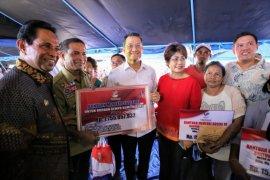 Mensos serahkan bantuan Rp1,19 miliar kepada korban gempa