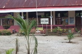 Sebuah SD di  Pasaman Barat diportal dan ditanami kelapa sawit