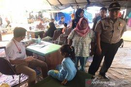 Biddokkes Polda Kalsel gelar pengobatan gratis di lokasi kebakaran Pulau Sebuku