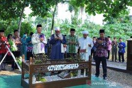 Bupati HSS dan jajaran ziarah ke makam pendiri kabupaten