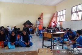 KPU Kabupaten Bangka Barat giatkan sosialisasi pemilu ke pemilih pemula