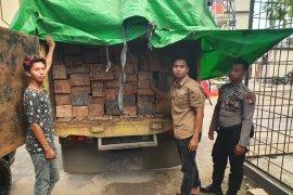 Truk angkut kayu olahan ilegal diamankan