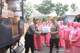 Polres Banjar peduli korban kebakaran Pulau Sebuku