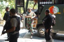 Panglima TNI dan Kapolri tinjau penerjunan prajurit ke Timika