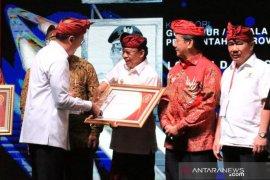 """Gubernur Bali terima """"Kadin Awards 2019"""""""