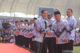 Wali Kota Tangerang Menerima Anugerah Dwija Praja Nugraha dari Kemendikbud