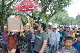 Ribuan warga antarkan jenazah Hakim Jamaluddin ke liang lahat di Nagan Raya