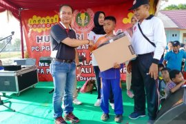 Bupati Bangka ikut jalan sehat HUT PGRI di Merawang