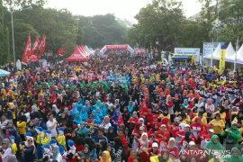 Sambut HUT Lebak, ribuan masyarakat ikuti lomba senam masal
