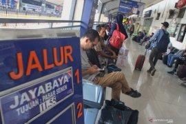 Penumpang KA Natal di Daop Surabaya capai puncak